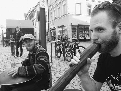 Straßenmusik mit Hangton in Bayreuth