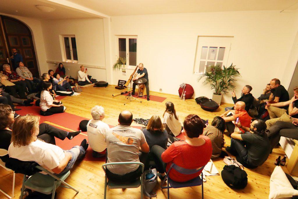 Livemusik mit Didgeridoo, Handpan, Cajon und Maultrommel - Percussion Pantam Hang Drum - Yoga Musik Balance Entspannung